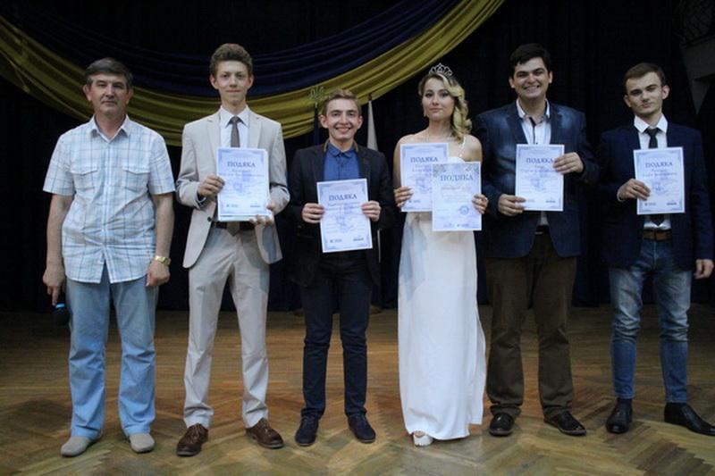 Вручення дипломів випускнткам КЕПІТу правознавство 06.07.2016